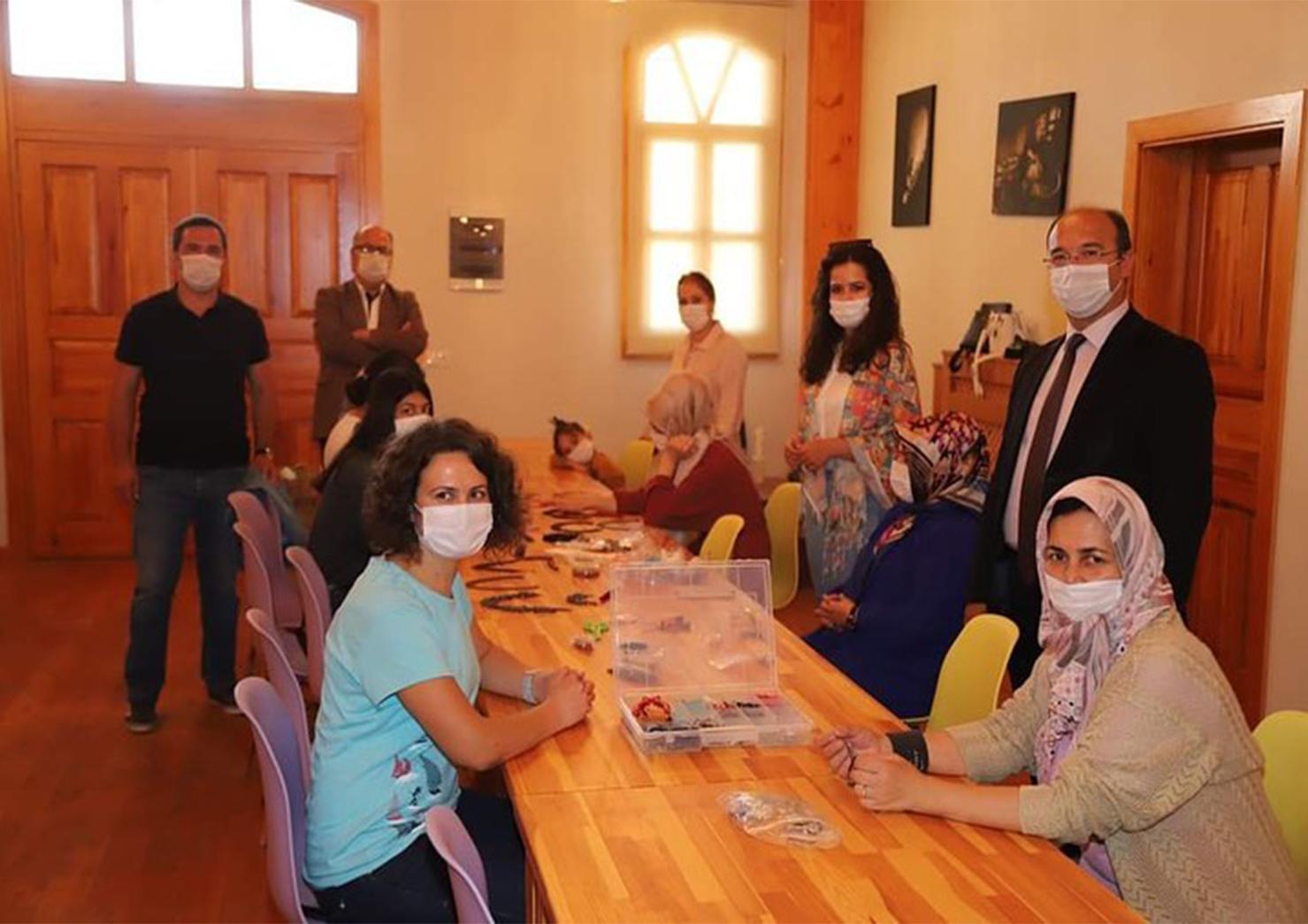 ESMEK(Eskişehir Büyükşehir Belediyesi Meslek Edindirme Kursu) ve SEYMEK(Seyitgazi Belediyesi Meslek Edindirme Kursu)